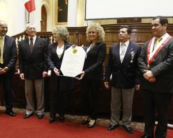 Los Hermanos Zañartu condecorados en el Congreso peruano