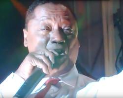 Manuel Donayre llora al cantar en Aniversario de Lima
