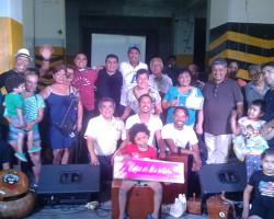 Alfredo Valiente y Jair Santa Cruz enseñan percusión tocando y cantando en el Rímac