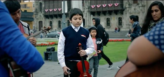 Nueva versión del Himno Nacional presenta Yuri Juárez