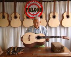 Ultimo adiós a Abraham Falcón, creador de míticas guitarras