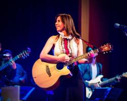Julie Freundt cantará para peruanos en Miami