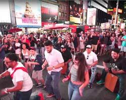 Carlos Yamasaki, hijo de Eva Ayllón, llevó jarana peruana a Times Square, Nueva York